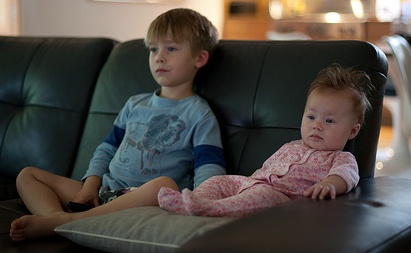 the educational benefits of television Many people have been concerned about the effects of television television has became an important influences in our lives if used wisely, television has many benefits especially for educational function.