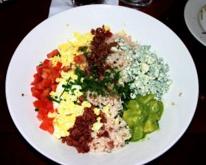 Cobb salad calories