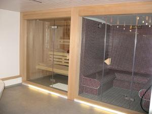 Saunas and steam rooms benefits