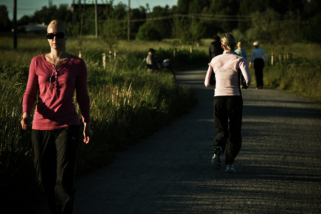 summertime-jogging-two-girls.jpg